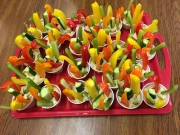 Veggie & hummus cups